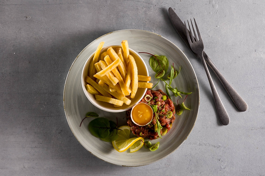 Steak tartare met frieten image